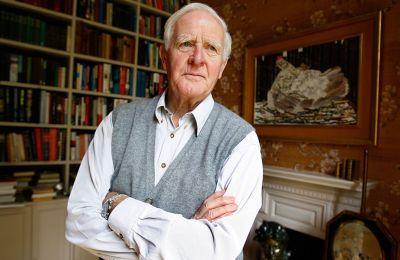 Ο Τζον λε Καρέ (1931-2020) ταυτίστηκε με το κατασκοπευτικό μυθιστόρημα, αλλά σταδιακά έχτισε έναν δικό του κόσμο (φωτ. Α.Ρ.)