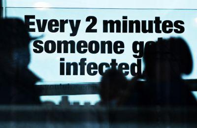 Η μελέτη του αγγλικού οργανισμού δημόσιας υγείας Public Health England συνέκρινε 1.769 ανθρώπους που μολύνθηκαν με τη νέα μετάλλαξη, με ισάριθμα άτομα που μολύνθηκαν από άλλα στελέχη του κορωνοϊού.