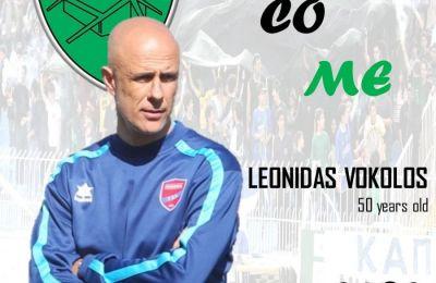 Ως πρώτος προπονητής εργάστηκε στις ομάδες των Παναιγιάλειου, Κέρκυρας, Ολυμπιακού Βόλου και Πανιώνιου