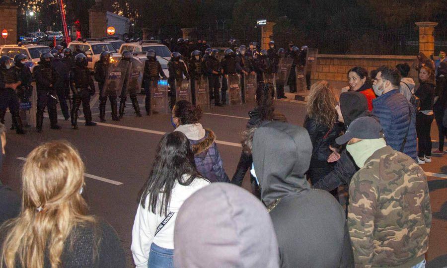 Жители Никосии вышли к президентскому дворцу на митинг против локдауна: фото 3
