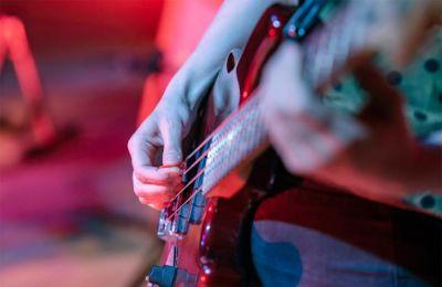 Η ΠΑΣΥΝΕΚ σημειώνει πως μπορούν να συμμετάσχουν καλλιτέχνες όλων των τεχνών, μουσικοί, ηθοποιοί, χορευτές, εικαστικοί, τεχνικοί ήχου και εικόνας, ταχυδακτυλουργοί, κτλ
