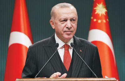 Μέσα σε μόλις πέντε χρόνια, ο Ερντογάν έχει διατάξει στρατιωτικές επεμβάσεις στη Συρία και στο βόρειο Ιράκ, ενώ έστειλε στρατό στη Λιβύη και ενεπλάκη σε ναυτική αντιπαράθεση με την Ελλάδα στο Αιγαίο.