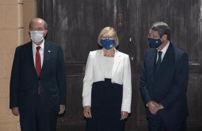 -Γίνετε να του δώσετε τριπλή μάσκα, μπας και δεν ακούγεται;