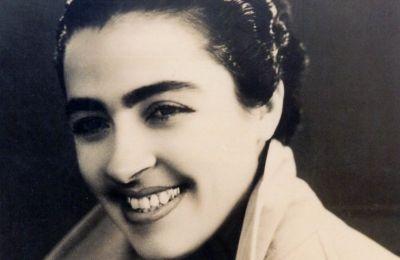Η Σωτηρία Μπέλλου, νεαρή, γοητευτική γυναίκα, σε φωτογραφία του 1948