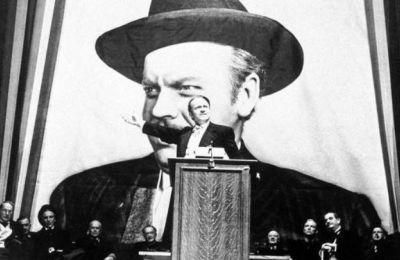 Το αριστούργημα του Όρσον Γουέλς «Πολίτης Κέιν» αποτελεί μία εμβληματική ταινία για τον κινηματογράφο των δημιουργών και σίγουρα ένα έργο που επηρέασε και επηρεάζει ακόμη το παγκόσμιο σινεμά