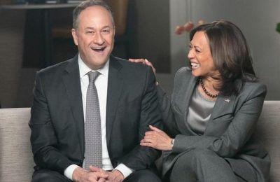 Η Harris δήλωσε ότι πριν βγει ραντεβού με τον σύζυγό της, φρόντισε να «γκουγκλάρει» το όνομά του για να μάθει περισσότερα γι' αυτόν