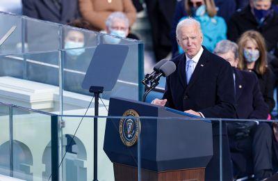 Η πρόεδρος της Ευρωπαϊκής Επιτροπής, ο πρόεδρος της Γερμανίας, πρωθυπουργοί και υψηλόβαθμοι αξιωματούχοι πολλών χωρών χαιρέτισαν τον νέο πρόεδρο των ΗΠΑ.