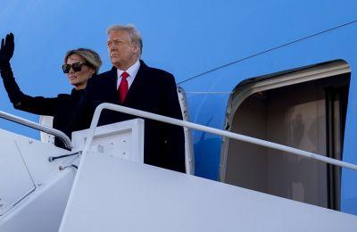 Ντόναλντ και Μελάνια Τραμπ για τελευταία φορά στο Air Force One.