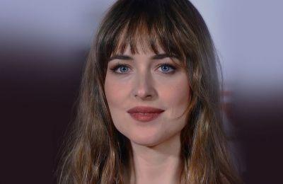 Η ίδια λατρεύει την κομψότητα αλλά και το απλό, natural glam, εφόσον τα make up looks της κυμαίνονται πάντα με στόχο την έμφαση των χαρακτηριστικών του προσώπου της με τον πιο φυσικό τρόπο