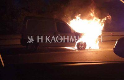 Φωτογραφία από τον αυτοκινητόδρομο Λευκωσίας – Λεμεσού όπου το όχημα τυλίχθηκε στις φλόγες