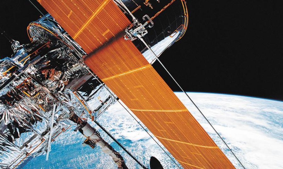 To τηλεσκόπιο «Ουέμπ», το οποίο θα εκτοξευθεί σε λίγα χρόνια, θα διαδεχθεί το «Χαμπλ» (φωτ.) στη διαστημική εξερεύνηση μακρινών κόσμων