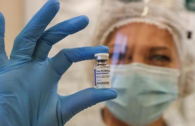 Το ρωσικό εμβόλιο Sputnik V έχει επίσης αναπτυχθεί σε στερεά μορφή, σε μορφή σκόνης, που μπορεί να διατηρηθεί σε συνθήκες κατάψυξης