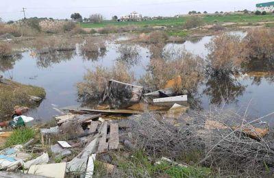 Σε σκουπιδότοπο έχουν μετατρέψει ασυνείδητοι τη λίμνη Παραλιμνίου