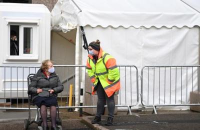 Στα 1.725 τα θύματα του 24ώρου από κορωνοϊό στο Ηνωμένο Βασίλειο