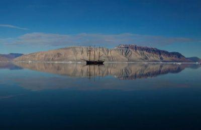«Αποστολή στην άκρη του κόσμου», στα παγόβουνα της βορειοανατολικής Γροιλανδίας, του Ντάνιελ Ντέντσικ (Δανία - Σουηδία, 2013)