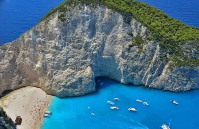 Η Ζάκυνθος επελέγη για τις παραλίες της.
