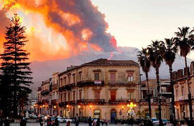 Η Αίτνα είναι το πλέον ενεργό ηφαίστειο της Ευρώπης οι δε εκρήξεις της κάθε άλλο παρά σπάνιες είναι.