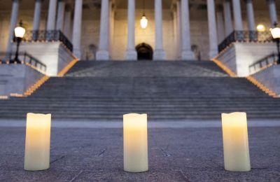 Ενός λεπτού σιγή για τους νεκρούς από Covid-19 στην Ουάσιγκτον