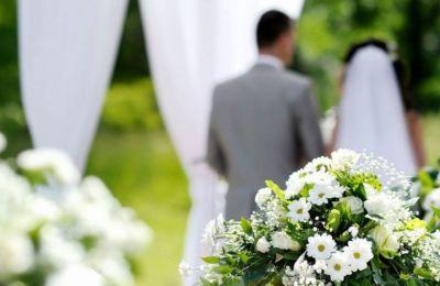 Χιλιάδες ζευγάρια βρίσκονται στην αναμονή για να ενώσουν τις ζωές τους με τα ιερά δεσμά του γάμου.