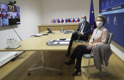 Φον ντερ Λάιεν: Η Ευρώπη να προλάβει Google, Apple για το πιστοποιητικό εμβολιασμού