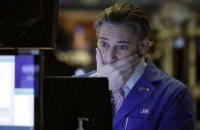 Αργά χθες πριν από το κλείσιμο, οι Dow Jones και S&P 500 εμφάνιζαν πτώση της τάξεως του 1,40% και 2% αντιστοίχως.