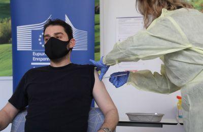 Φωτογραφία από τους πρώτους εμβολιασμούς στο νοσοκομείο αναφοράς