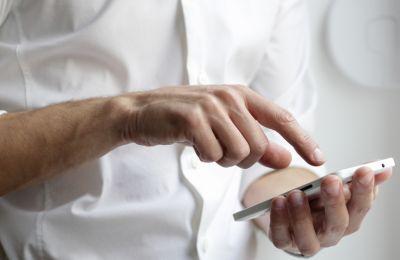 Τι αλλάζει από τη Δευτέρα στις κατηγορίες του sms στο 8998