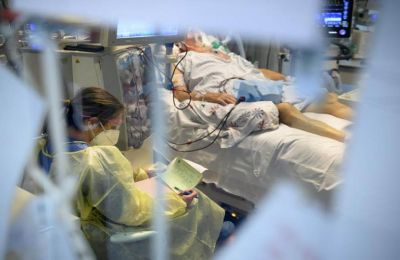 Σε 422 ανέρχονται οι διασωληνωμένοι ασθενείς στις ΜΕΘ.
