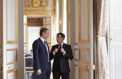 Ο πρόεδρος της Γαλλίας Εμανουέλ Μακρόν και ο πρωθυπουργός Κυριάκος Μητσοτάκης