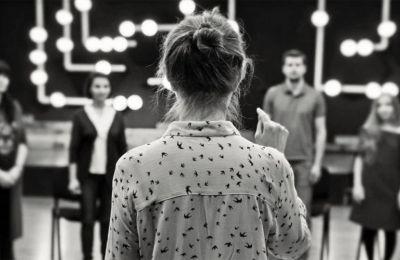 Στο πεδίο της θεατρικής διδασκαλίας, σημαντικό ρόλο παίζει η κουλτούρα εκπαίδευσης του διδάσκοντος