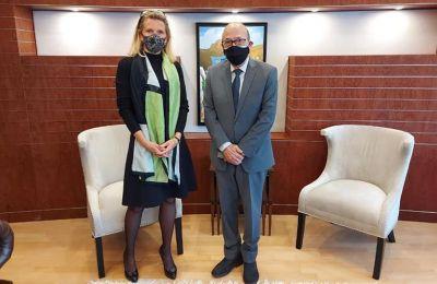 Η πρέσβειρα της Ολλανδίας στην Κύπρο, Elke Merks-Schaapveld με τον πρόεδρο της Βουλής, Αδάμο Αδάμου