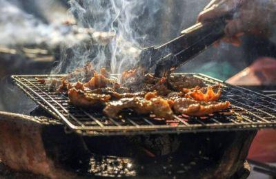 Μπορεί φέτος να μην γίνουν τα μεγάλα πάρτι που συνηθίζονταν σε χώρους εργασίας και όχι μόνο, όμως η κατανάλωση κρέατος είναι δεδομένη.