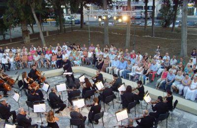 Οι μουσικοί αναφέρουν περαιτέρω  ότι αυτοί αφήνουν μια μοναδική και ανεκτίμητη συμβολή στον πολιτισμό της Κύπρου και αξίζουν κάθε στήριξης τόσο από τη μουσική κοινότητα όσο και από το κράτος