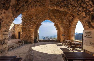 Το κάστρο του Αγίου Ιλαρίωνα είναι το πιο εντυπωσιακό, το πιο επιβλητικό και ίσως το πιο μεγαλεπήβολο στην Κύπρο