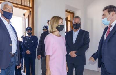 Η Υπ. Δικαιοσύνης κατά τη διάρκεια επίσκεψης της στο Πισσούρι όπου επιθεώρησε το κτίριο που θα στεγάσει τον νέο περιφερειακό αστυνομικό σταθμό