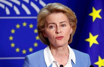 «Συμφώνησαμε σε μια από κοινού προσέγγιση με στόχο να διευκολύνουμε το δικαίωμα της ελεύθερης μετακίνησης των πολιτών της Ε.Ε.» τονίζει σε επιστολή της η πρόεδρος της Κομισιόν Ούρσουλα φον ντερ Λάιεν.