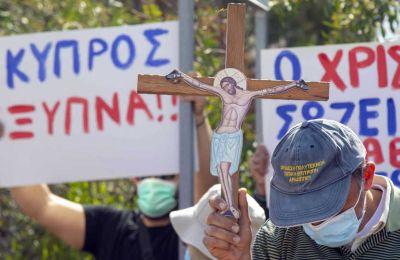 Φωτογραφίες από τη διαμαρτυρία έξω από το ΡΙΚ - Φίλιππος Χρήστου