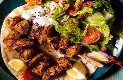 Αραβικό κοτόπουλο με σαλάτα Fattoush