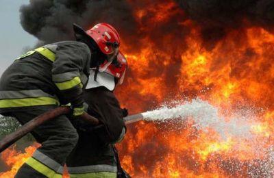 Έπιασε φωτιά οροφή σπιτιού στο Γέρι