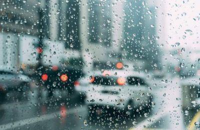 Τη Δευτέρα διαστήματα με ηλιοφάνεια θα εναλλάσσονται με περιόδους με αυξημένη συννεφιά, η οποία, από το μεσημέρι και μετά, ενδέχεται να δώσει μεμονωμένη ελαφρά βροχή.