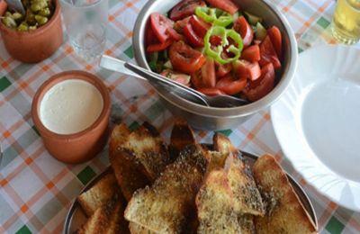 Νόστιμη κυπριακή κουζίνα σε 14 αυλές εκτός πόλης