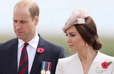 Όπως γράφει στο «The Duchess of Cambridge: A decade of Modern Royal Style», οι δύο γυναίκες έχουν εντελώς διαφορετικό στιλ παρά το γεγονός ότι η Kate συχνά εμπνέεται από την αδικοχαμένη πεθερά της