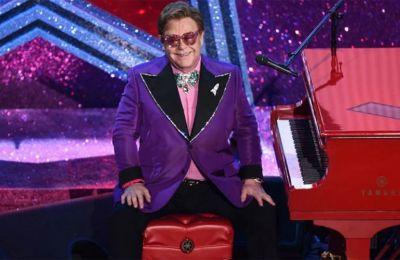 Ο θρυλικός Βρετανός μουσικός θα παίξει πιάνο στη νέα έκδοση του «Nothing Else Matters», του συγκροτήματος