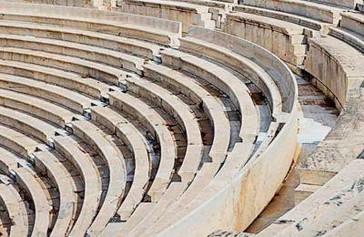Το Φεστιβάλ Αθηνών θα προσπαθήσει φέτος να κερδίσει τον χαμένο χρόνο του περυσινού προγράμματος, που αναβλήθηκε σχεδόν στο σύνολό του