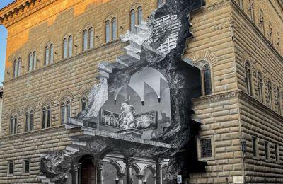 Με τη μέθοδο του κολάζ φωτογραφιών, που είναι και το σήμα κατατεθέν του, δημιούργησε μια οφθαλμαπάτη, μια μεγάλη βαθιά πληγή που διατρέχει το εξωτερικό του palazzo· μέσα από αυτήν