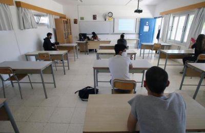 Ο έλεγχος των αρνητικών τεστ που θα προσκομίζουν οι μαθητές θα γίνεται από τους εκπαιδευτικούς.