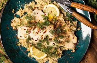 Φιλέτο λαβράκι με σαλάτα κουσκούς και αγκινάρα