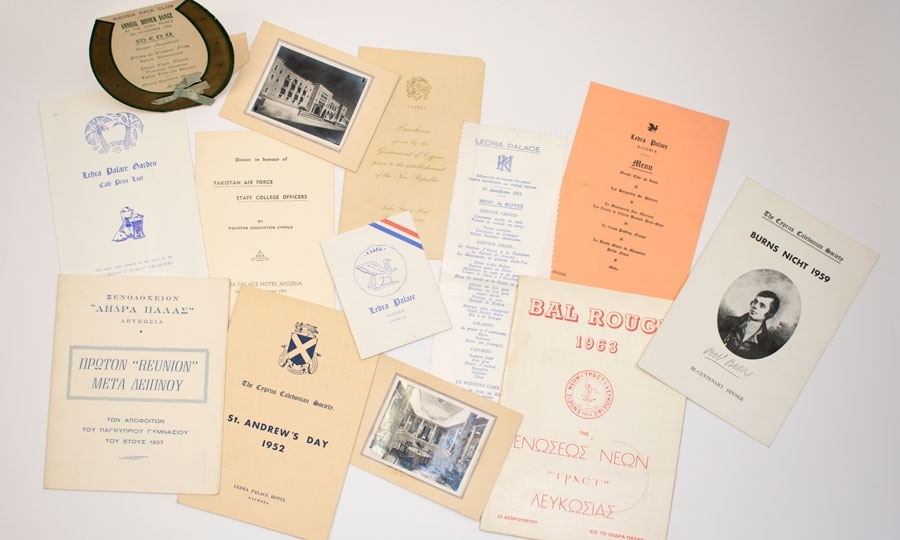 Πρόσκληση, μενού από επίσημα δείπνα και εκδηλώσεις, προγράμματα και φωτογραφίες από το ξενοδοχείο, 1950-1960.