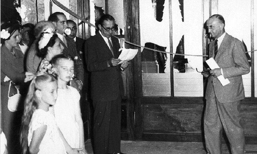 Από εκδήλωση στο ξενοδοχείο, το 1949.
