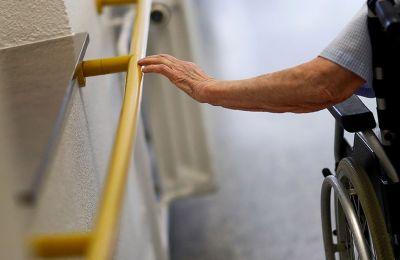 Γερμανική έρευνα: Οι ηλικιωμένοι ανταποκρίνονται λιγότερο στα εμβόλια Covid